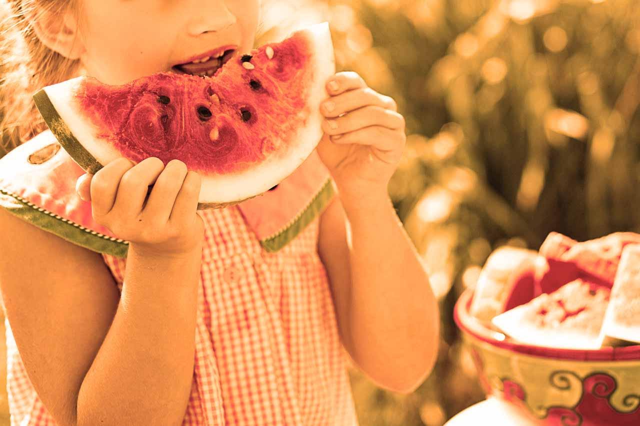 child_eats_watermelon